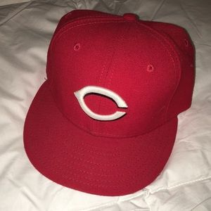 Cincinnati Reds fitted hat: size 7 1/4 men's.